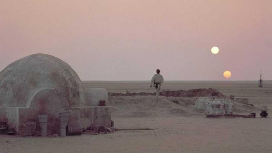 Tatooine, con su horizonte de dos soles, planeta donde vivía el joven Luke Skywalker.