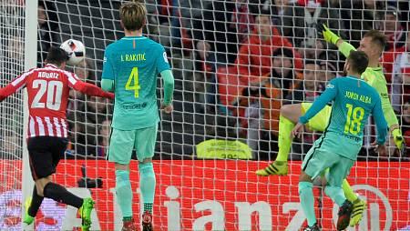 Aduriz cabecea a la red el primer gol del Athletic