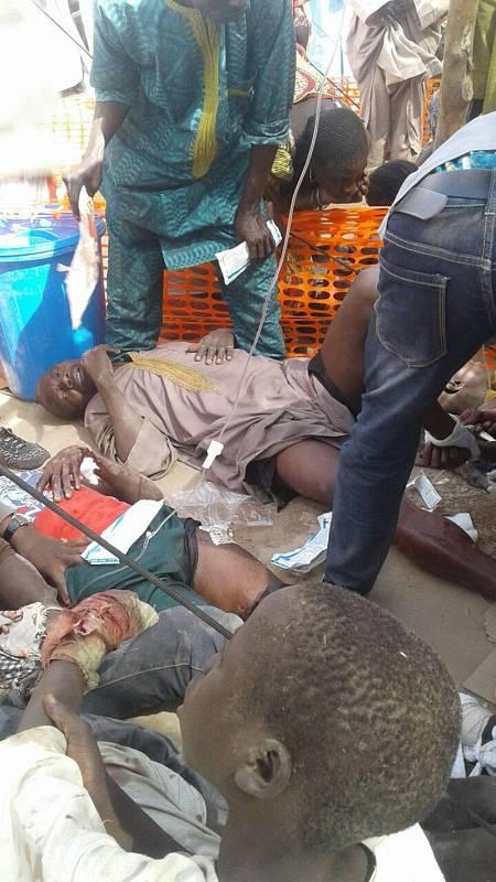 Varios de los heridos en el bombardeo del Ejército nigeriano contra un campo de refugiados