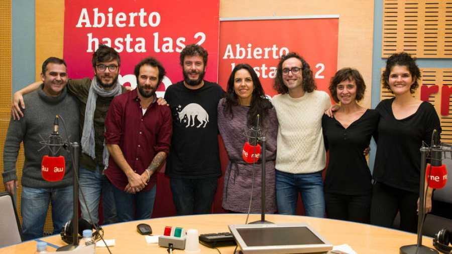 Estricnina, con parte del equipo: Paloma Arranz, Antílopez, Pepa Calzada, Patricia Costa y Manuel Bonilla