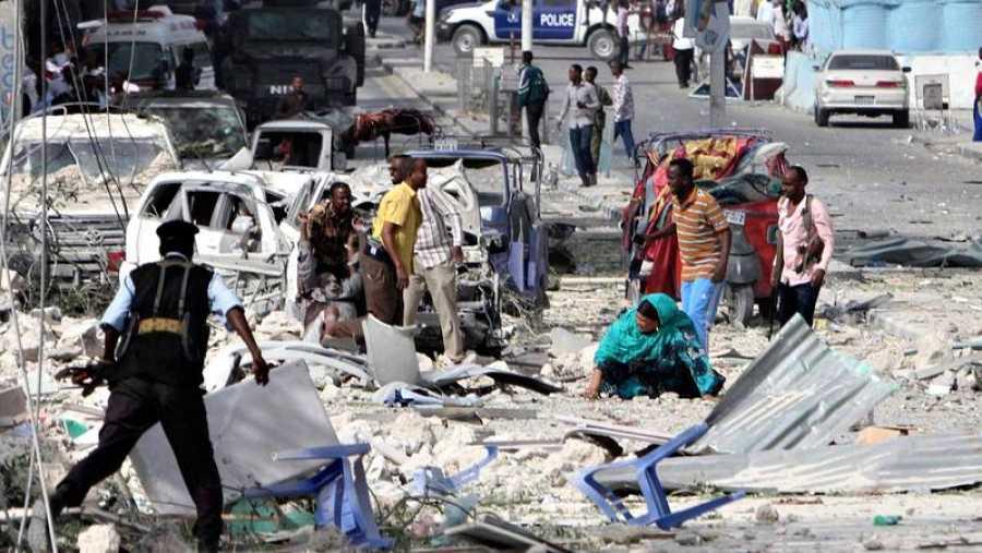 Las inmediaciones del hotel Dayah de Mogadiscio, poco después del atentado