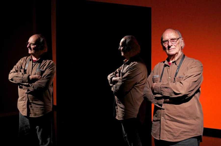 Carlos Saura, por triplicado, en un juego de espejos