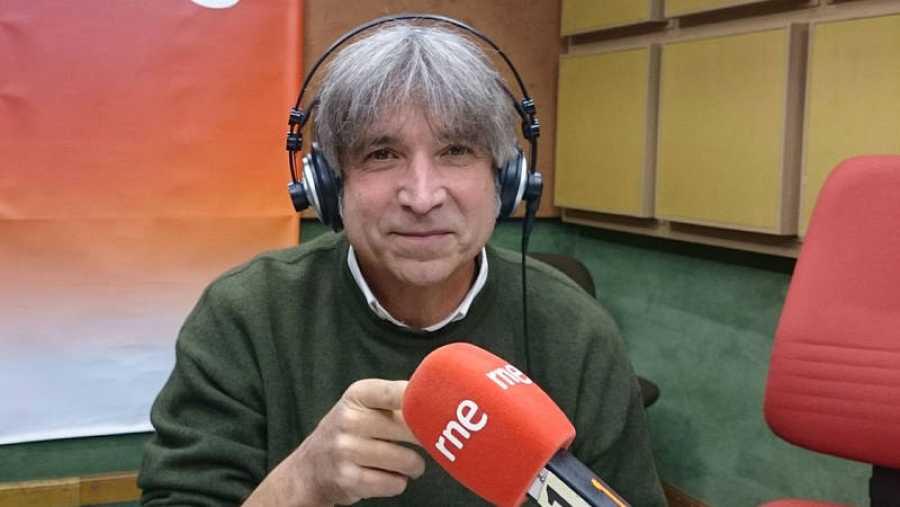 Juan Agüeras preside Sergeant Beatles Fan Club