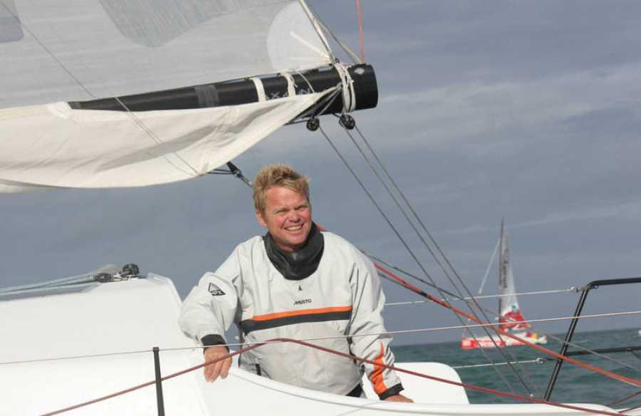 El navegante Álex Pella en una embarcación