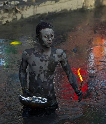 Los zombis pertenecen originariamente al folklore de Haití, un país marcado por la esclavitud y las creencias africanas.