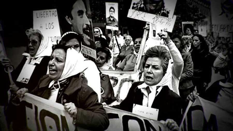 Abuelas de Plaza de Mayo en Argentina