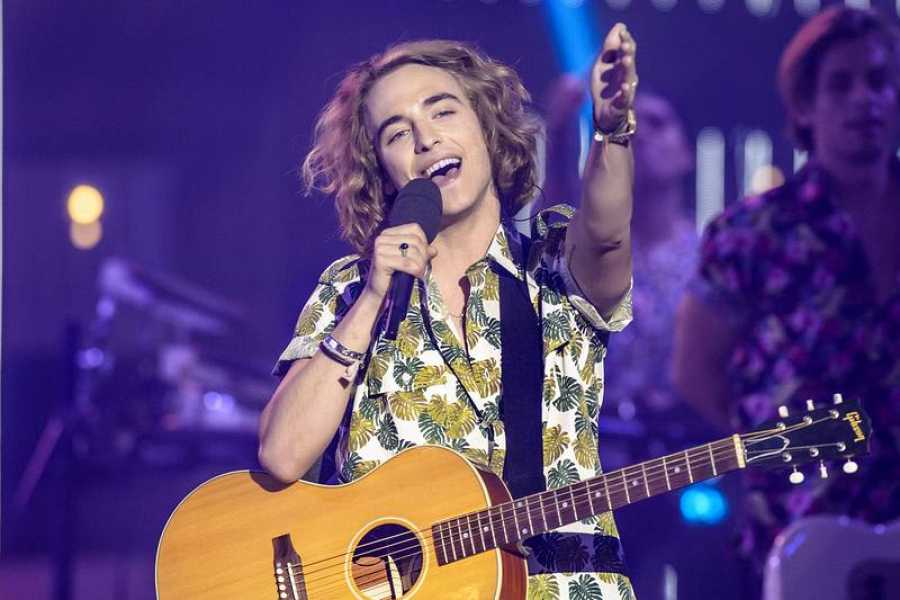 Manel Navarro durante su actuación en 'Objetivo Eurovisión'