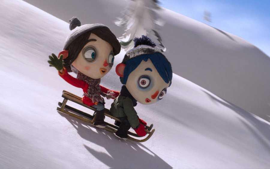 Calabacín y Camille divirtiéndose en la nieve