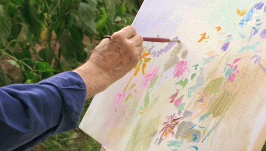 Julián, pintando