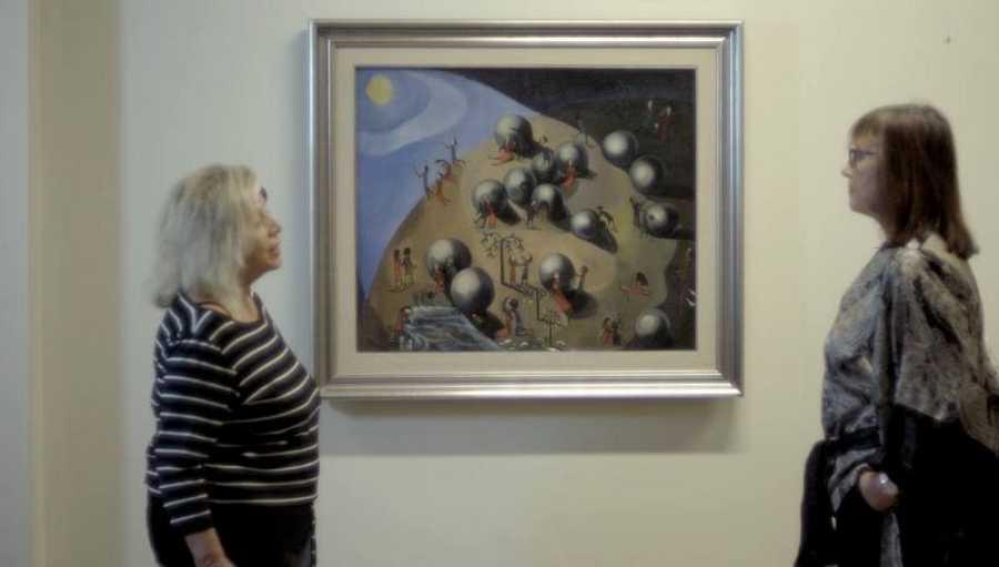 Alicia Viñas y Soledad Urabayen, ante la pintura