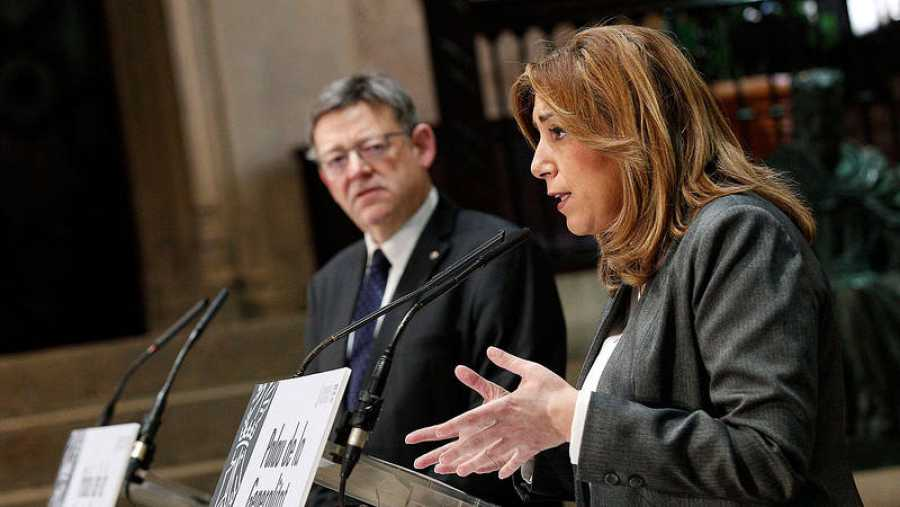 Susana Díaz (d), y el president valenciano, Ximo Puig, en un acto en Valencia