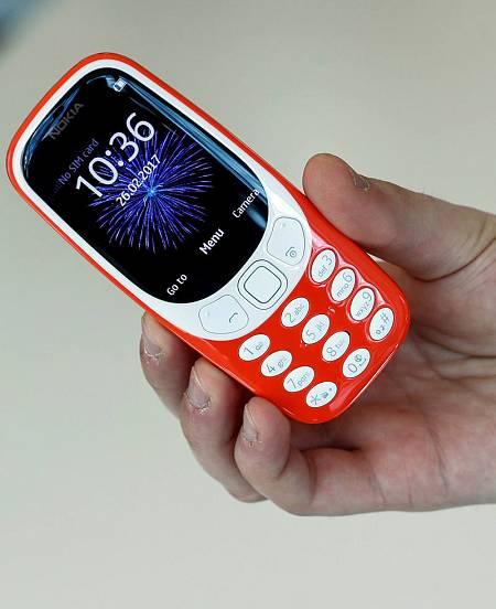 La pantalla del 3310 es más grande y ahora tiene color.