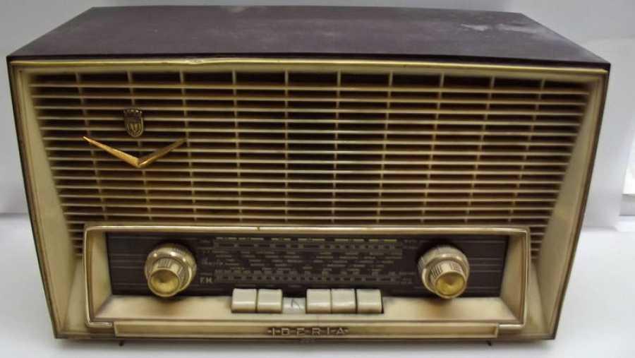 Aparato de radio antiguo