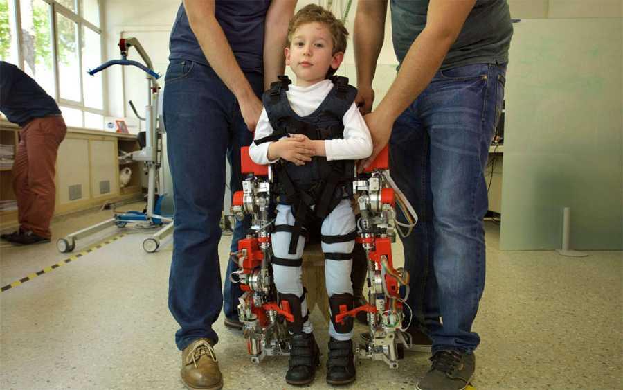 La empresa española marsi-bionics trabaja en un exoesqueleto para que niños parapléjicos vuelvan a andar