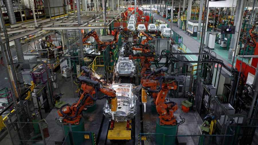 Robots en una planta de Renault en Flins, cerca de París