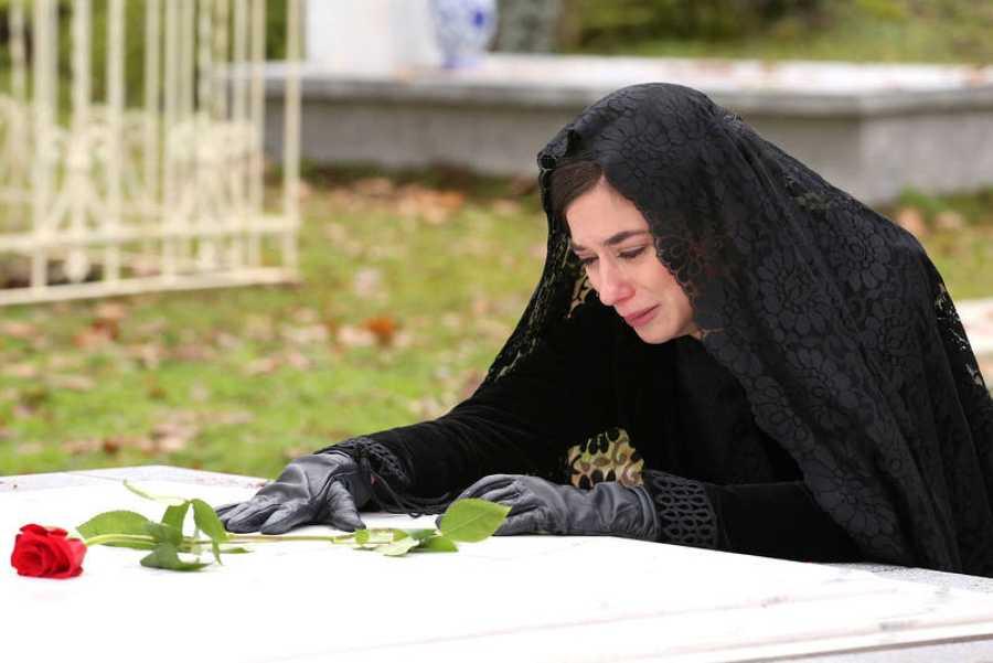 Tras haber hallado su cuerpo en las vías del tren, Teresa  no volverá a ver a Mauro con vida