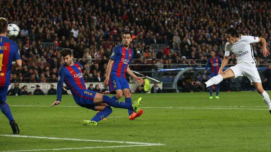 Edinson Cavani anota el gol que da el pase al PSG