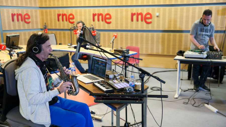 DJ Álex acompaña al músico madrileño