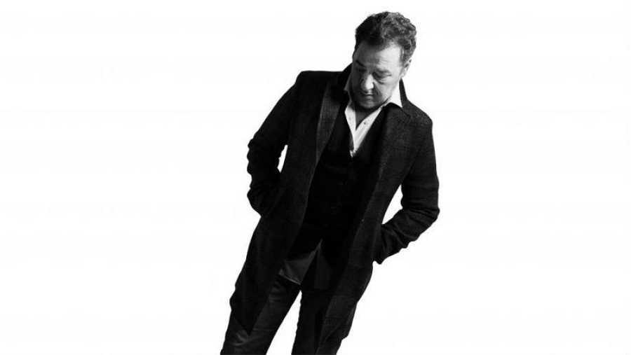 Carlos Goñi formó Revólver en 1988