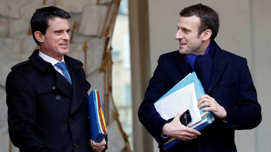 Imagen de archivo del ex primer ministro francés, Manuel Valls, junto al ahora candidato a las presidenciales francesas Emmanuel Macron.