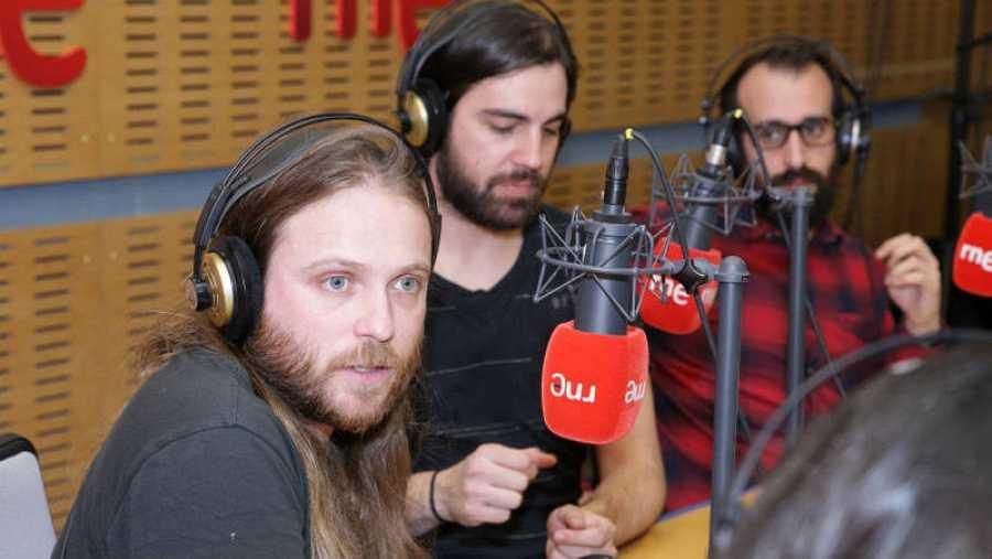 Ekain Elorza, Sean Marholm y Alain Martínez, en el estudio de 'Abierto hasta las 2'