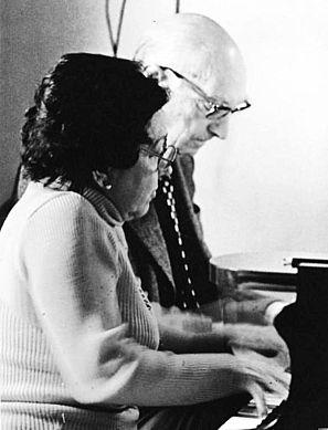 A cuatro manos, nuestra Alicia de Larrocha junto al compositor Federic Mompou