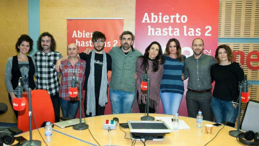 Pepe Viyuela, Antílopez, Miguel Ángel Hoyos, Patricia Costa y todo el equipo del programa, con Rebeca Jiménez