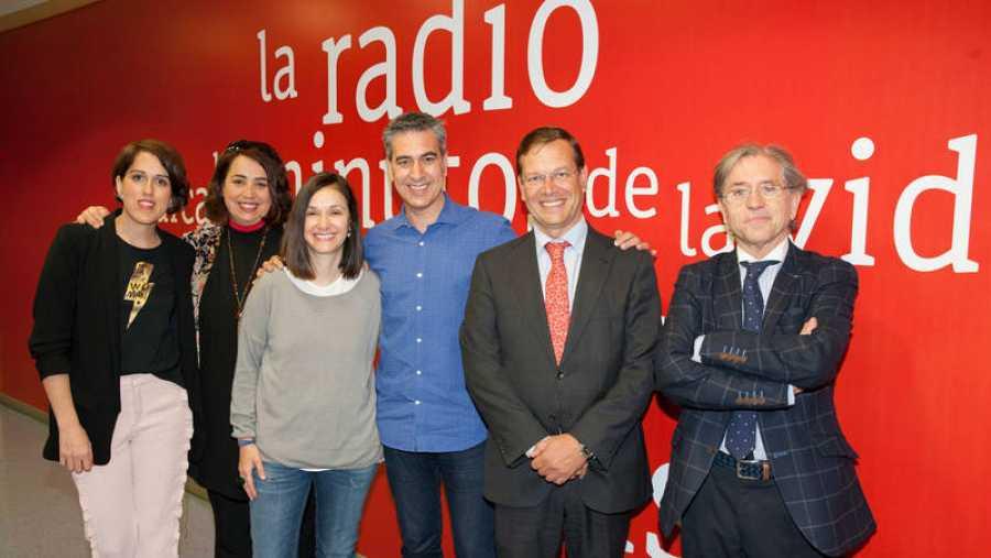 Otra imagen de nuestros últimos invitados, a los que se une Teresa Rodríguez (Editorial Chocolate)
