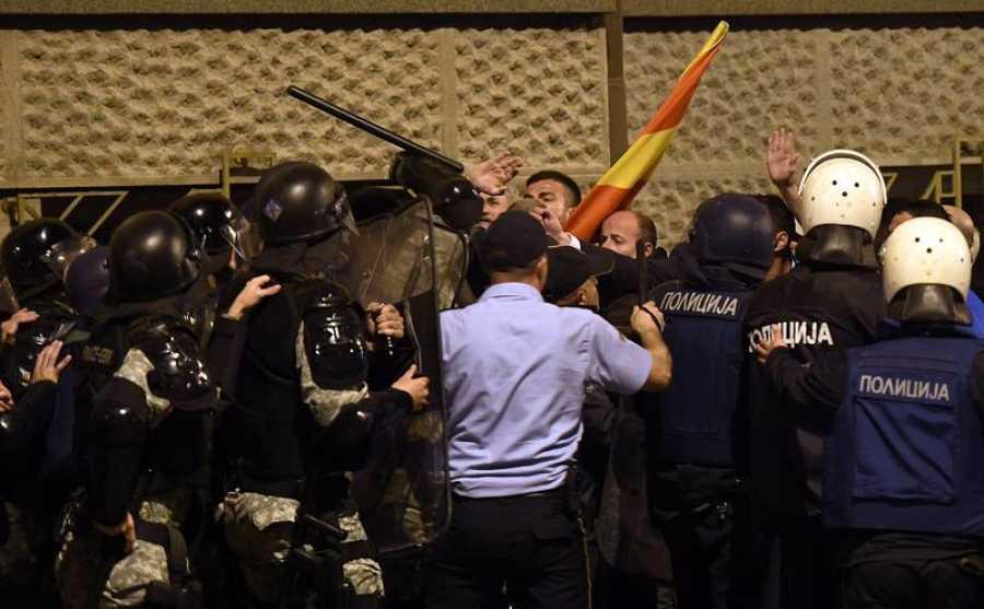 Los manifestantes entraron en la Cámara tras conocerse la elección de un nuevo presidente del Parlamento tras el fin de la sesión reglamentaria.
