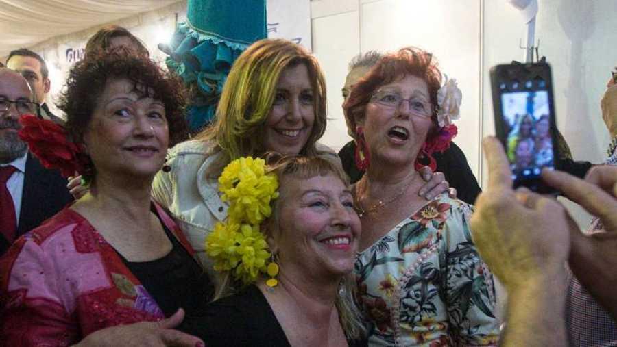 Susana Díaz, de precampaña en la Feria de abril de Barcelona.