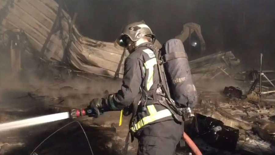 Bombero trabajando en un incendio