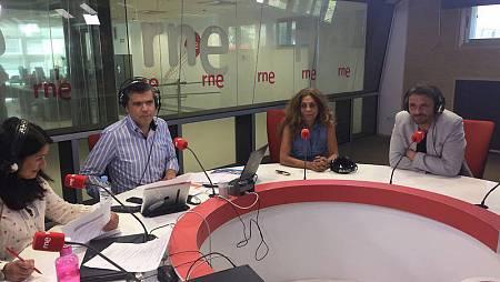 Lolita y Luis Mottola durante la entrevista en 'Las mañanas de RNE' con Aldredo Menéndez y Eva Cordón