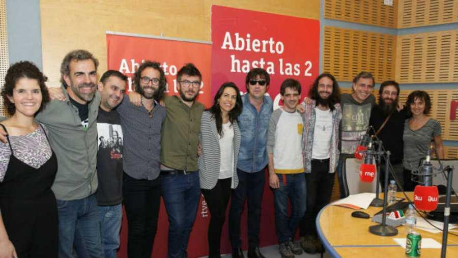 Imagen final del programa, con Lichis, César Pop, Paloma Arranz y todo su equipo