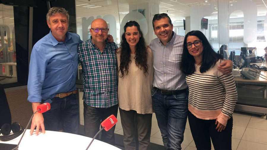 De izq. a dcha.: Ramón Arangüena, Javier Capitán, Silvia Pérez Cruz, Alfredo Menéndez y Eva Cordón