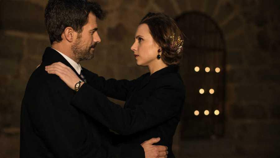 Amelia y Julián se dedican un baile en la boda de Ortigosa y Natalia