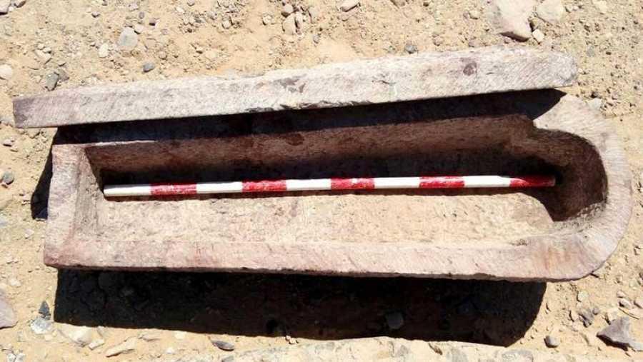 Fotografía facilitada por el Ministerio de Antigüedades Egipcio de una de las diez tumbas del Periodo Tardío.