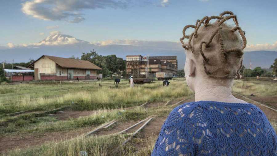 El libro 'Albino' recoge instantáneas tomadas en un refugio tanzano