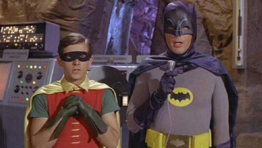 Adam West, en su papel de Batman