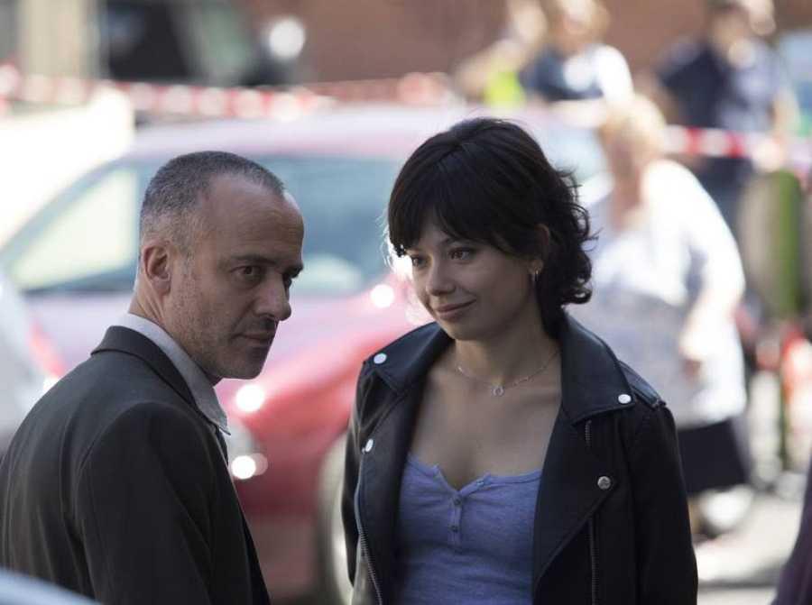 Javier Gutiérrez y Anna Castillo rodando 'Estoy Vivo'
