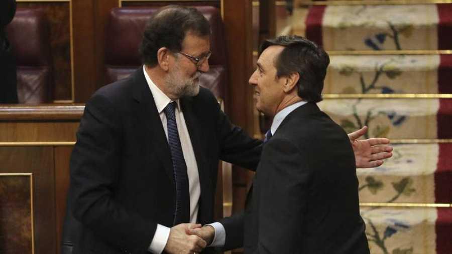 Rajoy y Hernando, durante el debate de la moción de censura.