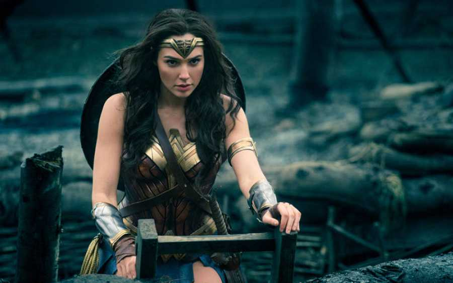 Wonder Woman a punto de entrar en combate