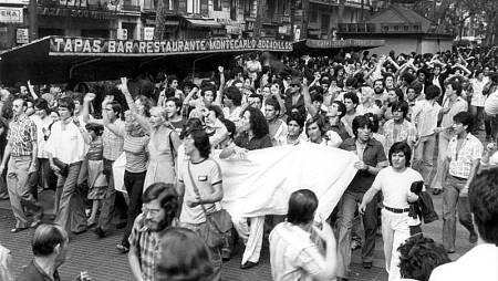 Primera manifestación homosexual en España convocada en Barcelona por el