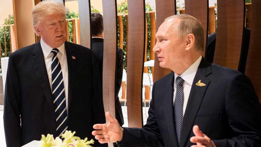 Donald Trump y Vladímir Putin conversan por primera vez durante la cumbre del G20 en Hamburgo.