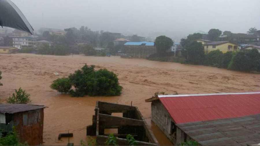 Desprendimiento de tierra cerca de Regent, en el embalse de Guma, en Freetown