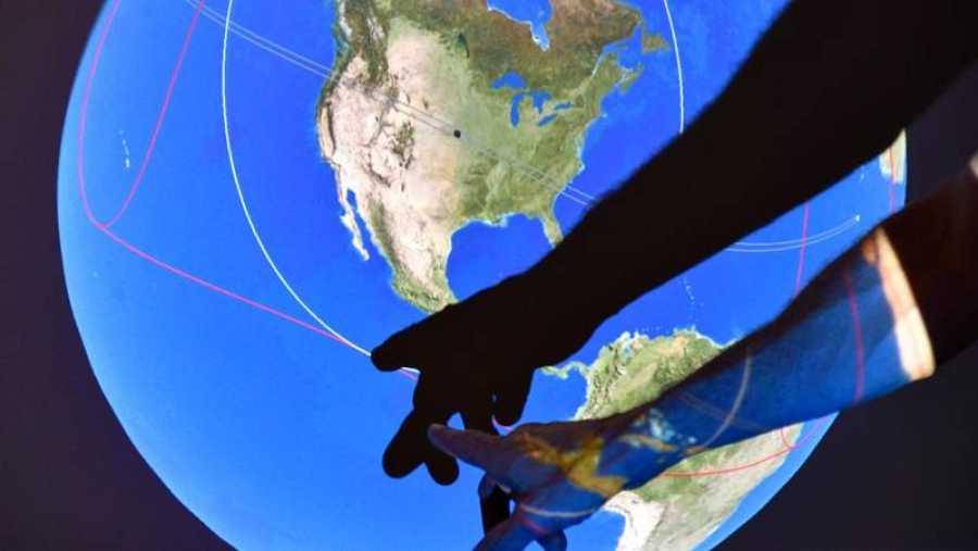 El eclipse solar total podrá verse en el norte del océano Pacífico y atravesará EE.UU. para finalizar en Cabo Verde.