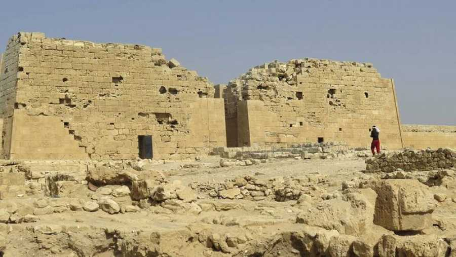 Vista del templo dedicado a la diosa Isis en la ciudad ptolemaica de Taposiris Magna, en Burg al Arab, provincia de Alejandría.