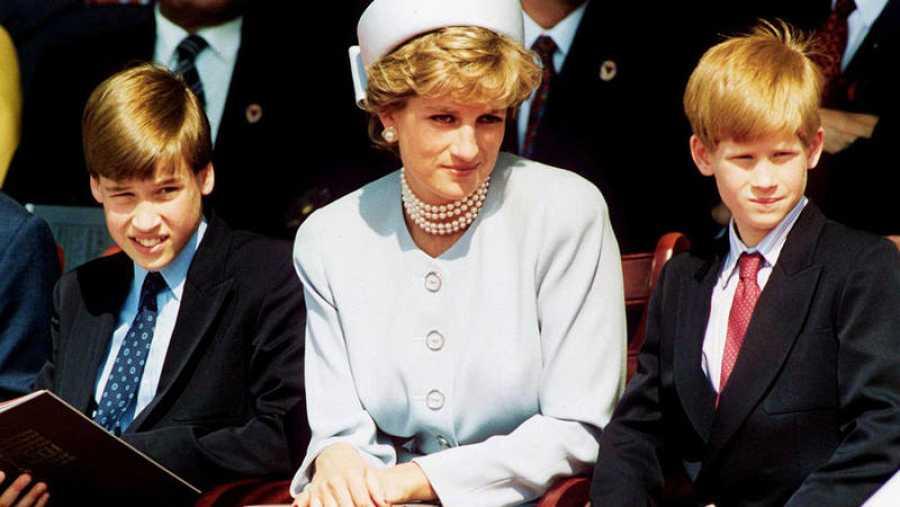 Diana de Gales con sus hijos, los príncipes Guillermo y Enrique