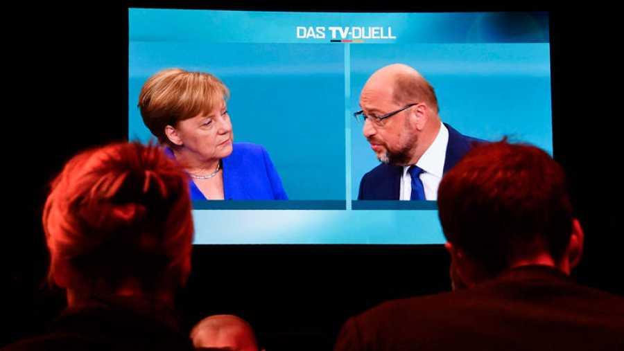Un momento del debate entre Angela Merkel y Martin Schulz