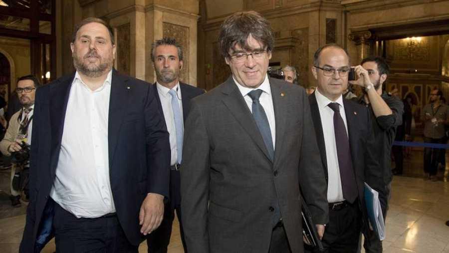 El presidente de Cataluña, Carles Puigdemont, y el vicepresidente, Oriol Junqueras.