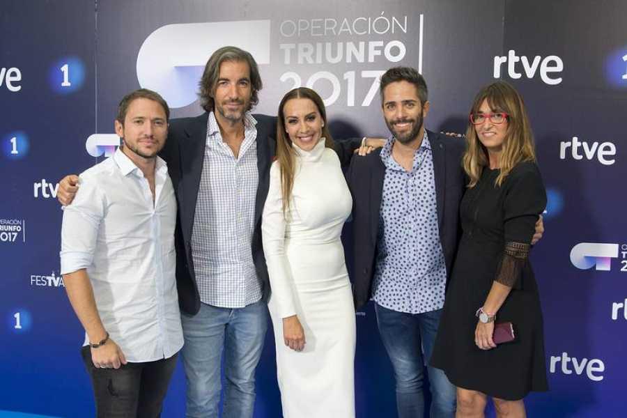 El Jurado de OT junto a Roberto Leal (presentador) y Noemí Galera (directora de la Academia)